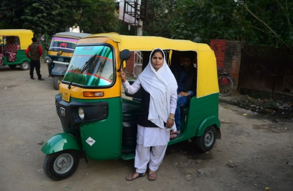 INDIA - Tabasumm, conductora de bicitaxi || AFP