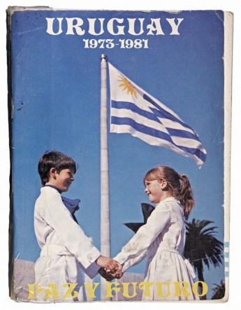 Plaza de la Bandera, Montevideo. Año 1978 (aprox.). Portada del libro Uruguay. 1973-1981. Paz y Futuro, publicado por la Dirección Nacional de Relaciones Públicas en agosto de 1981.