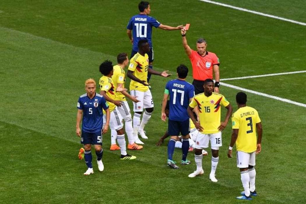 Primera roja del Mundial: el colombiano Carlos Sánchez — Noticias | Del Sol 99.5 en el Mundial Rusia 2018