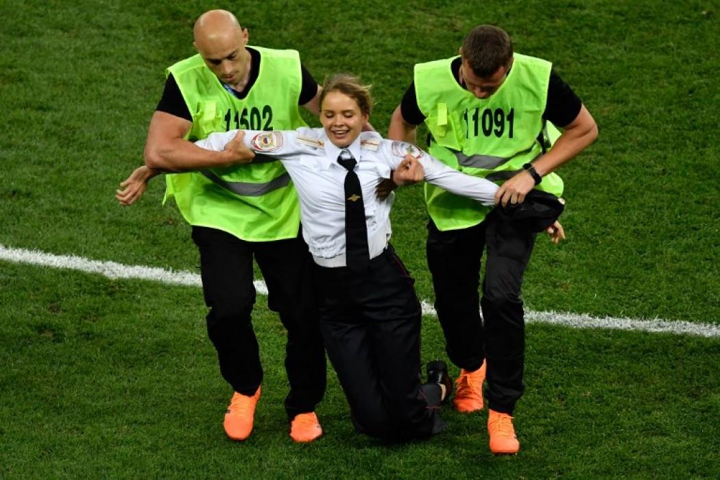 Cuatro integrantes de Pussy Riot interrumpieron la final — Noticias | Del Sol 99.5 en el Mundial Rusia 2018