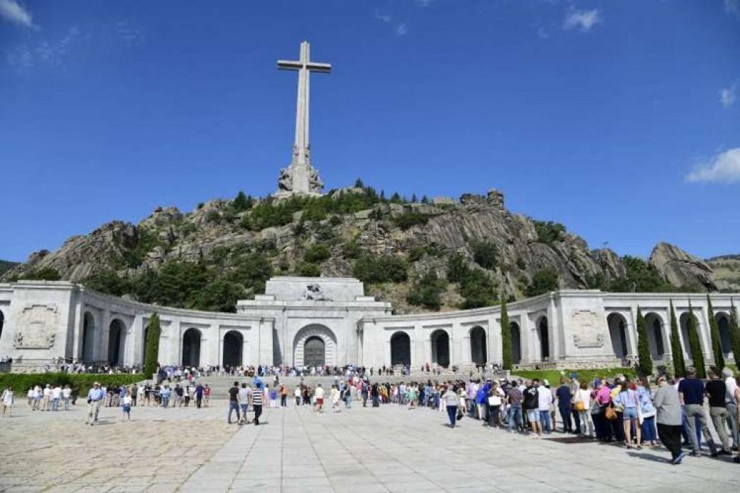 Por morbo o curiosidad antes de su traslado, la tumba de Franco atrae miles de visitantes — 180.com.uy | Del Sol 99.5 en el Mundial Rusia 2018