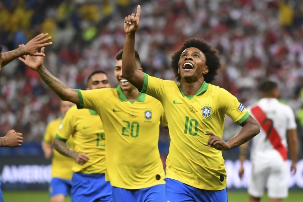 Goles, fútbol y clasificación: Brasil goleó 5-0 a Perú — 180 | Del Sol 99.5 en el la Copa América 2019