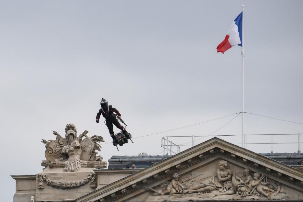 Inventor francés intentará cruzar el Canal de la Mancha en tabla voladora — 180.com.uy | Del Sol 99.5 en el la Copa América 2019