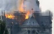 Portal 180 - Incendio en curso en la catedral Notre Dame de París