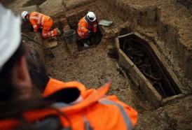 Portal 180 - Desentierran miles de tumbas por obras de línea de tren en Londres