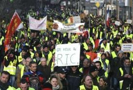 """Portal 180 - Decenas de miles de """"chalecos amarillos"""" manifiestan en Francia"""