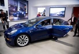 Portal 180 - Tesla dice que su auto eléctrico de 35.000 dólares está listo para rodar