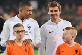 """Portal 180 - Tarjeta roja al nombre """"Griezmann Mbappé"""" para un bebé en Francia"""