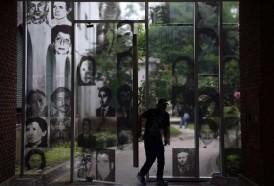 Portal 180 - Recuerdos del regreso a la ESMA, emblema de la dictadura argentina