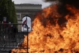Portal 180 - Tensión entre policías y manifestantes empañan desfile del 14 de julio en Francia