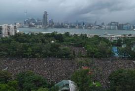 Portal 180 - Gigantesca manifestación convocó a cientos de miles en Hong Kong