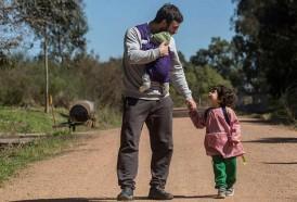 Portal 180 - CdF expone muestra sobre padres uruguayos y suecos que cuidan de sus hijos