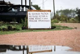 Portal 180 - Mujica pone cartel en su casa para no recibir visitas