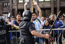 Portal 180 - Incidentes alrededor de sede de Gobierno argentino en despedida a Maradona