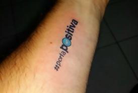 """Portal 180 - Se """"enamoró"""" del proyecto y se tatuó el eslogan"""