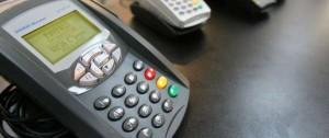 Portal 180 - Compras con tarjetas de débito se igualan a las de crédito