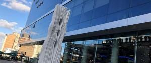 "Portal 180 - Se implantó ""FUTURO"", escultura de Pablo Atchugarry, en Punta Carretas Shopping"
