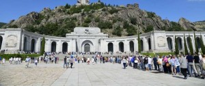 Portal 180 - Por morbo o curiosidad antes de su traslado, la tumba de Franco atrae miles de visitantes