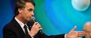 Portal 180 - El apunte que Bolsonaro usó en debate presidencial, motivo de burlas en Brasil