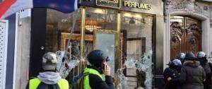 """Portal 180 - Incendios y saqueos en Campos Elíseos en protesta de """"chalecos amarillos"""""""