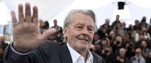 Portal 180 - Alain Delon homenajeado en Cannes entre protestas feministas