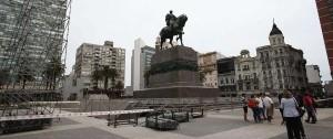 Portal 180 - La Plaza Independencia se prepara para la asunción de Lacalle Pou