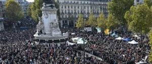 Portal 180 - Multitudinarias manifestaciones en Francia en homenaje al profesor decapitado