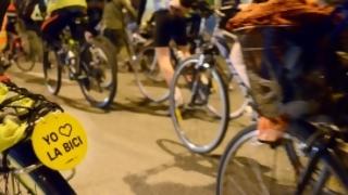 Proyecto de ley propone peatones sin celular y ciclistas sin auriculares | 180