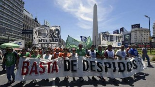 Sindicatos paralizan Argentina en contra de ajuste y del FMI   180