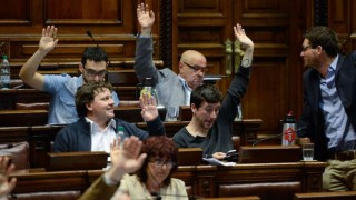 Con disconformidad interna el Frente Amplio logró aprobar la reforma de la Caja Militar | 180