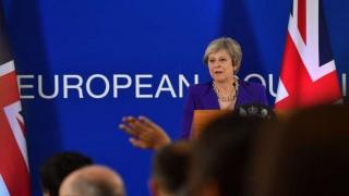 May presenta el acuerdo de Brexit a un gobierno británico dividido | 180