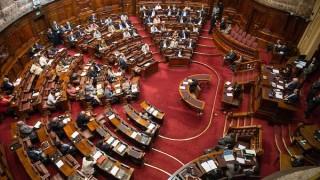 Diputados aprueban comisión para reformar ley de financiamiento político | 180