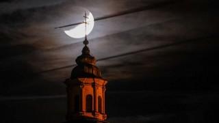 El eclipse lunar en el mundo | 180