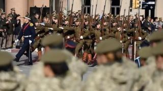 Aprueban primera ley orgánica militar votada en democracia | 180