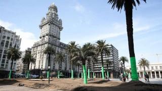 La Plaza Independencia, redecorada para la serie producida por Keanu Reeves | 180