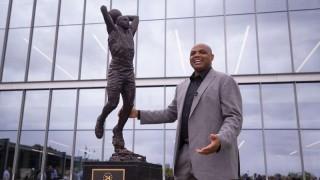Los Filadelfia 76ers dieron a conocer una estatua de Charles Barkley | 180