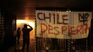 Santiago de Chile en llamas, el precio del boleto del metro prendió la mecha | 180