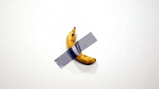 Un artista vende una banana por 120.000 dólares y otro se la come | 180