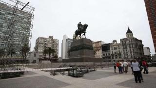 La Plaza Independencia se prepara para la asunción de Lacalle Pou | 180
