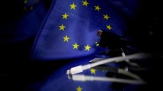 La UE propone un cargador universal, ante la firme oposición de Apple | 180