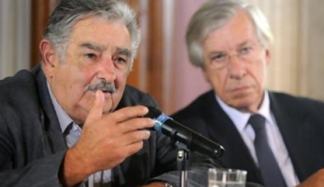 180.com.uy :: Mujica y Astori ya juraron y el nuevo presidente habla en el  Parlamento