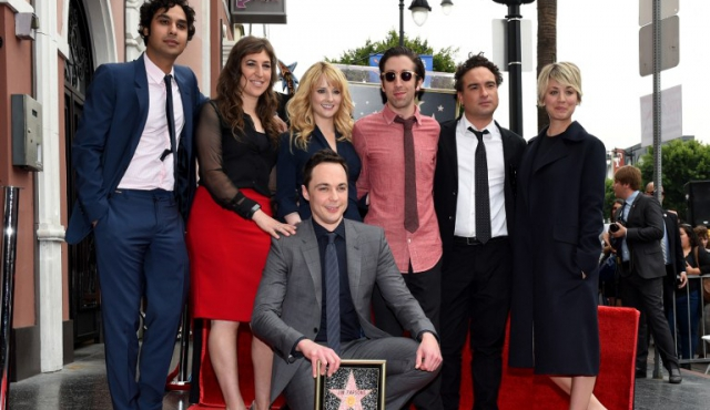 """Hollywood da una estrella a Jim Parsons, Sheldon en """"The Big Bang Theory"""""""
