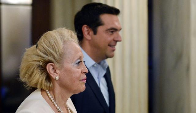 Nombran sucesora de Tsipras en Grecia hasta las elecciones