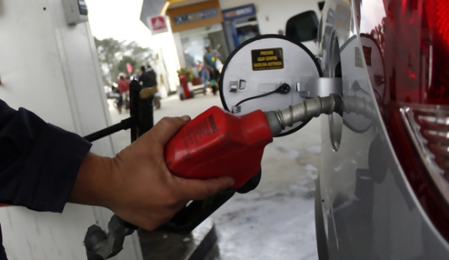 Gobierno decide aumento de combustibles de un 12%