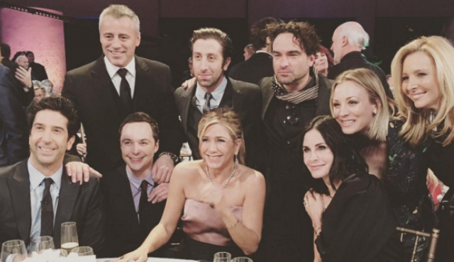 El elenco de Friends reunido junto al de The Big Bang Theory