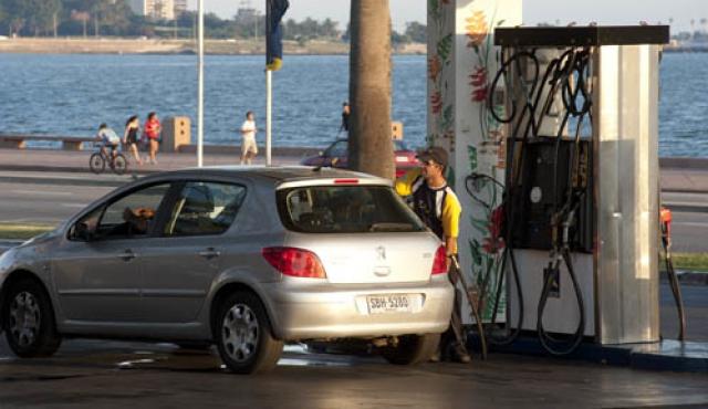 Uruguay se encarece en energía y combustibles respecto a la región