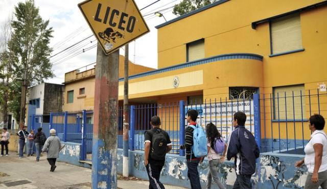 """PISA: casi un tercio de liceales uruguayos debajo del """"umbral de competencia"""""""