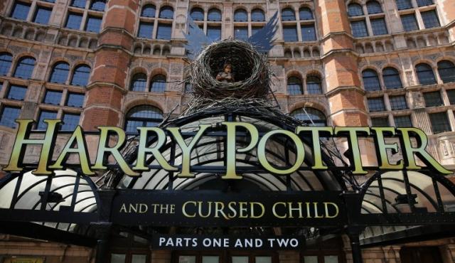 Harry Potter llega al teatro de Londres convertido en padre de tres hijos