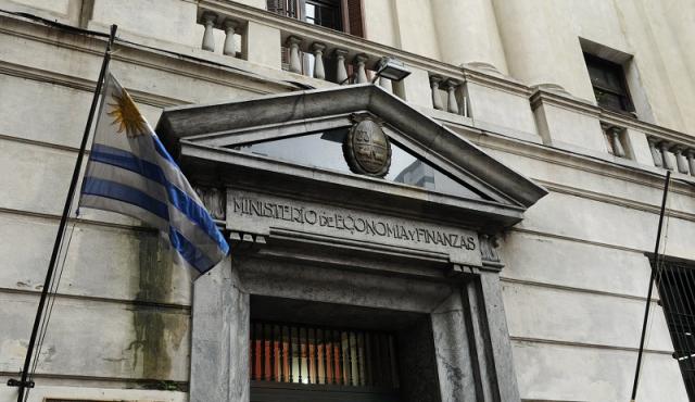 Uruguay emitió deuda a plazo récord y con baja tasa