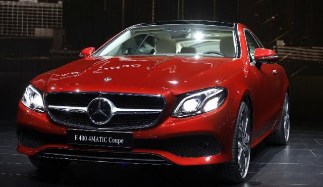 Mercedes-Benz superó a BMW como líder mundial en autos de lujo